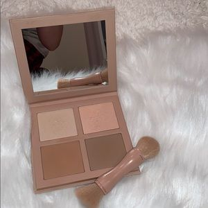 KKW BEAUTY Powder Contour and Highlight kit light